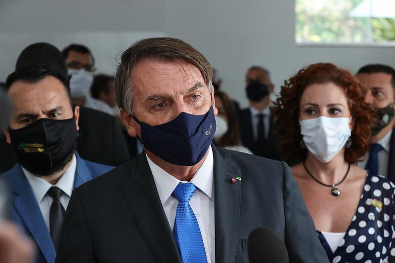 Bolsonaro disse existir uma 'jogada política' para inflar o número de mortes causadas pela pandemia, com o objetivo de provocar desgaste à sua gestão