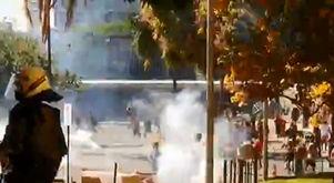 'Fui atingida por uma bomba na cabeça', diz ativista (Reprodução)