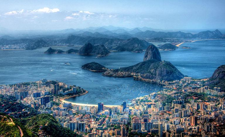 A Baía de Guanabara tem grande riqueza ambiental, apesar da constante agressão ambiental
