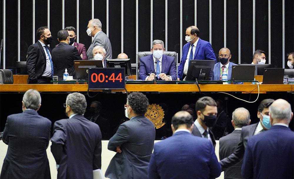 Deputados retomaram o texto original enviado pelo Executivo, que elevou a CSLL do setor financeiro de 20% para 25%.