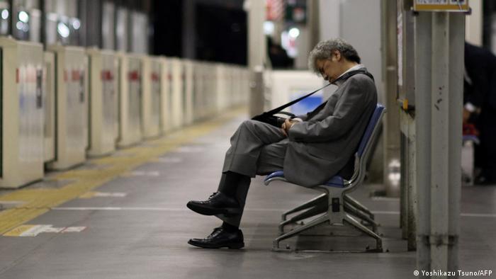 Excesso de trabalho é motivo de doenças e até suicídio no Japão