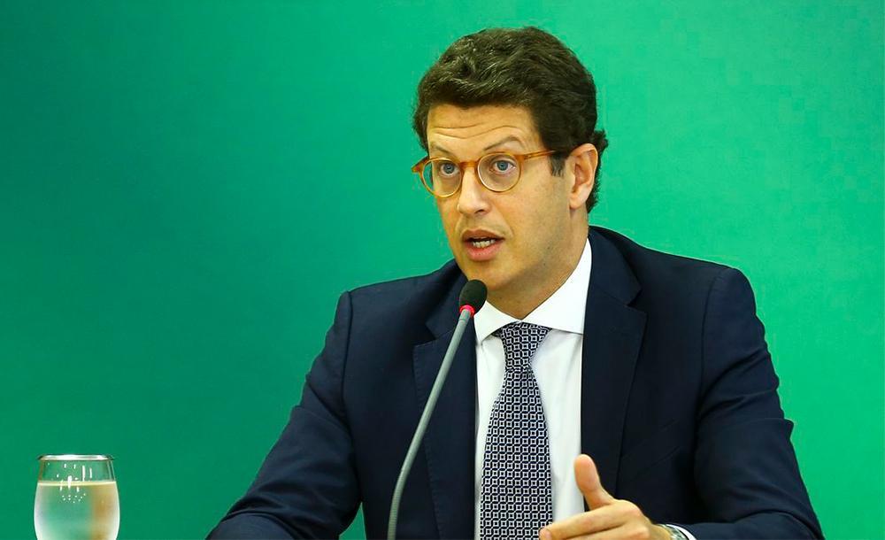 Ministro Alexandre de Moraes analisa se existe mais algum investigado com prerrogativa de foro para manter o caso sob sua relatoria.