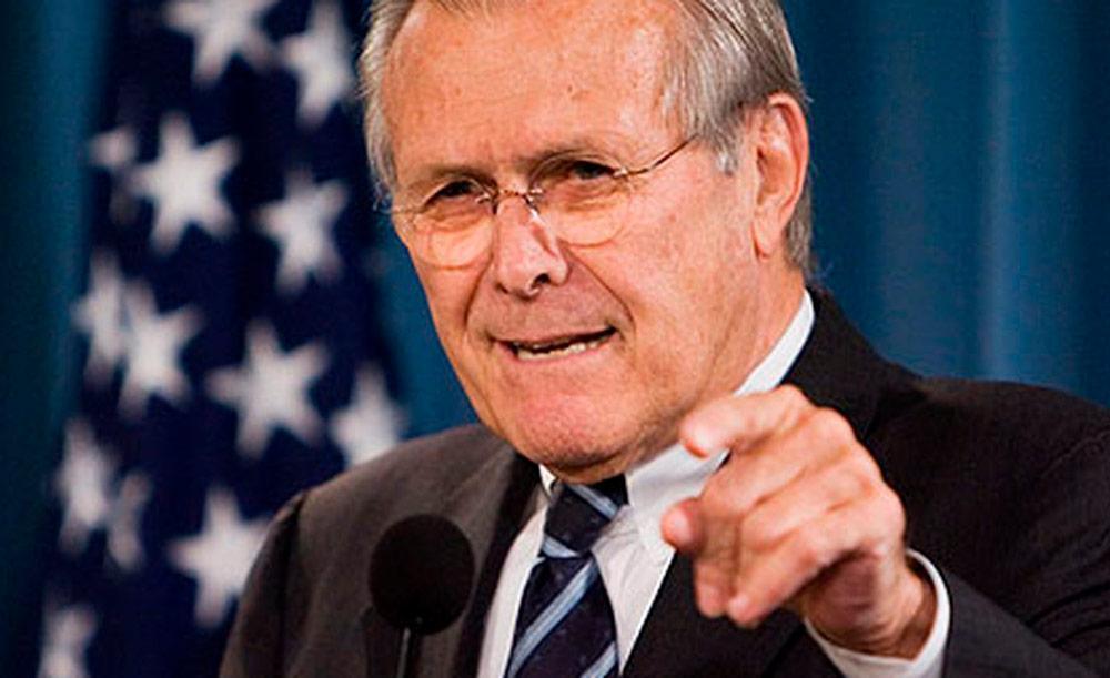 Considerado um 'falcão', Rumsfeld se aliou a Saddam Hussein contra o Irã e depois se voltou contra o ditador