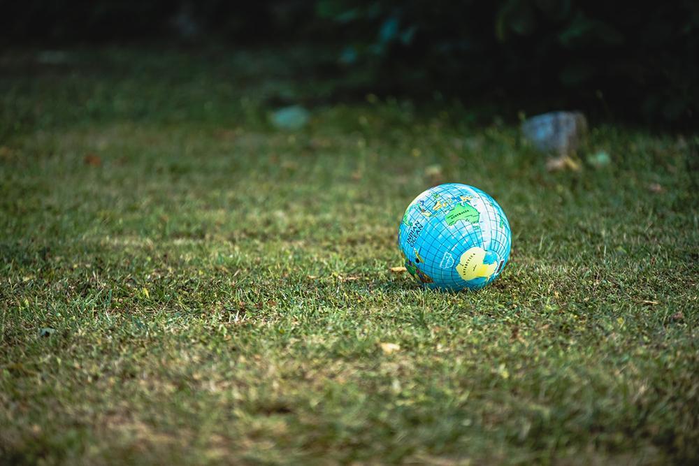 A questão ecológica se sobressai como um fator de necessidade para que se renove o modo como o ser humano se relaciona com a natureza