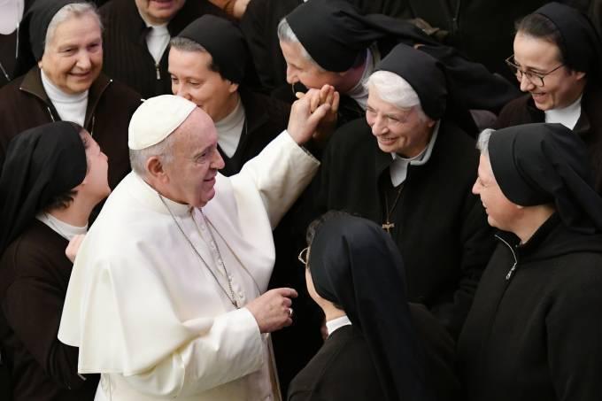 Vaticano decide não ordenar mulheres, mas comissão do diaconato feminino continua ativa