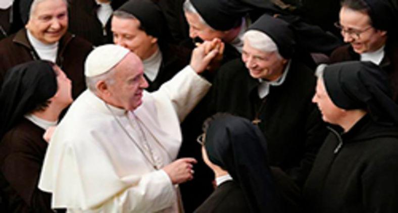 Vaticano decide não ordenar mulheres, mas comissão do diaconato feminino continua ativa (AFP/Alberto Pizzoli)