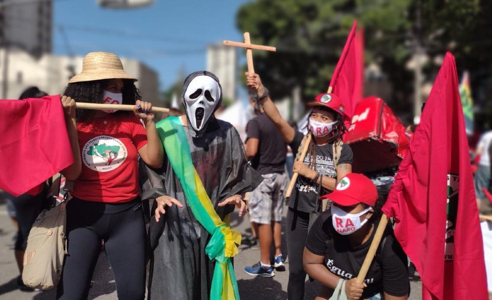 O símbolo da morte, associado a uma figura portando uma foice, agora está associado a imagem do governo Bolsonaro
