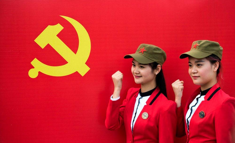 Jovens integrantes do partido, que tem mais de 90 milhões de membros