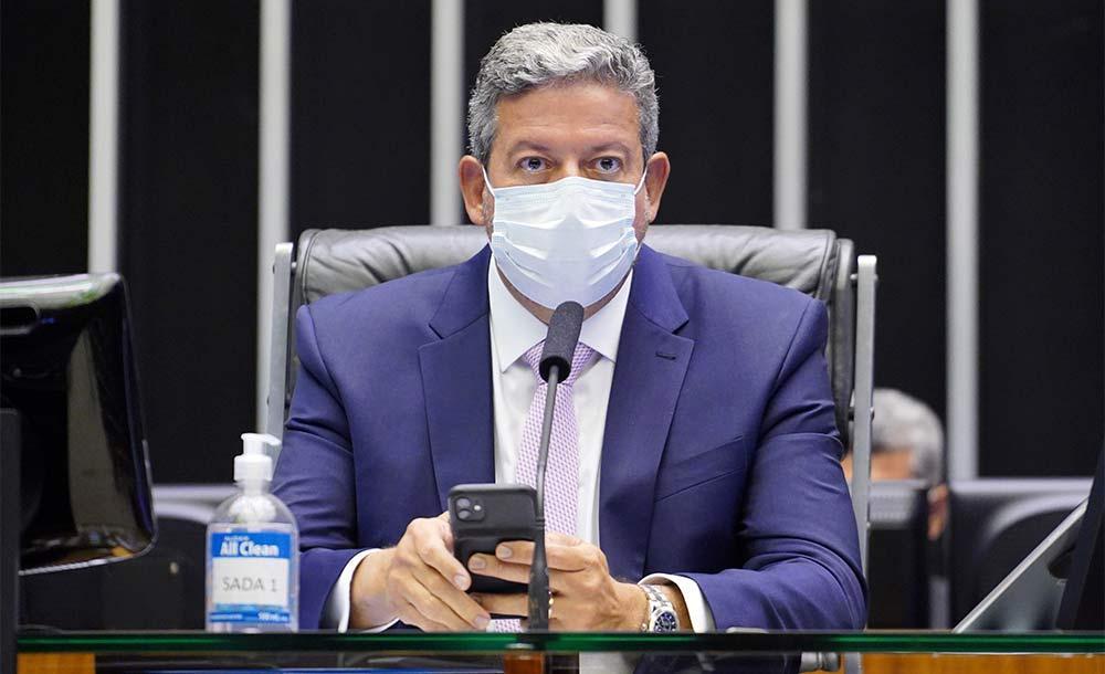Questionado se vai rejeitar o pedido, Lira disse que há ainda outros 120 requerimentos na fila.