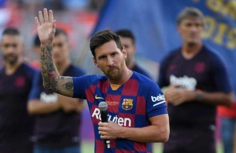 Craque argentino está livre no mercado, mas deve ficar no Barça