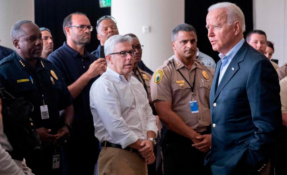 Biden conversa com equipe de resgate em Surfside, na Flórida