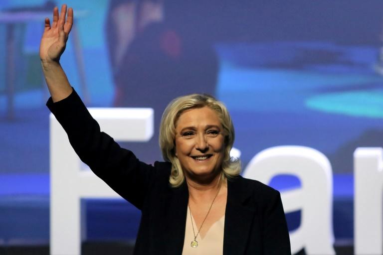 Marine Le Pen, após ser reeleita no congresso do partido, mira a Presidência francesa