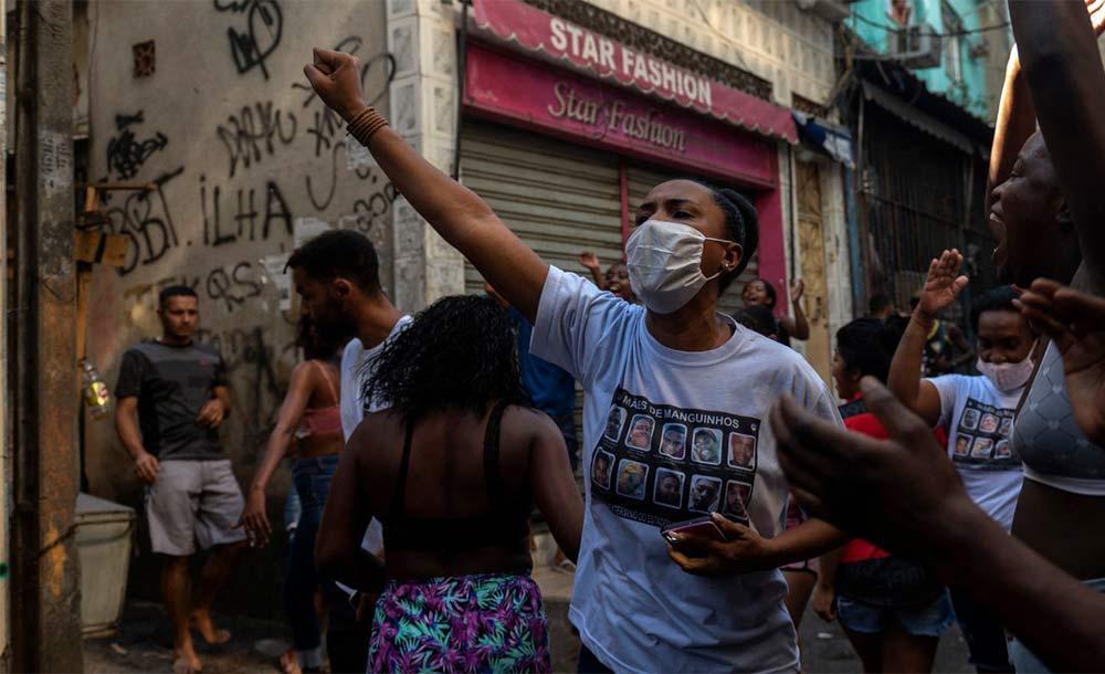 Ainda em maio, mês em que ocorreu a chacina, a Secretaria de Polícia Civil do Rio impôs um sigilo de cinco anos a todos os documentos
