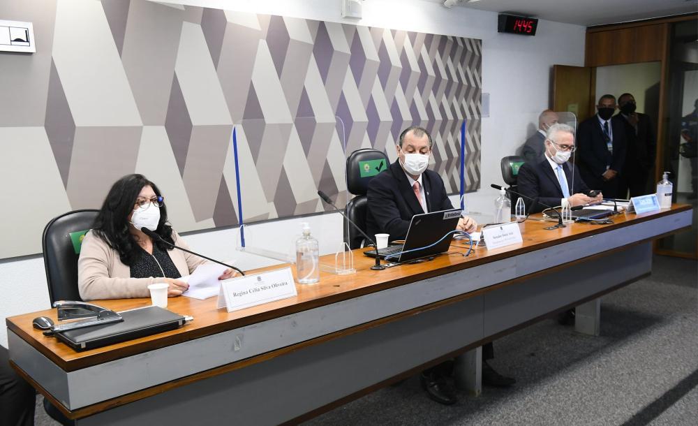 A depoente Regina Célia Silva Oliveira na CPI da Covid