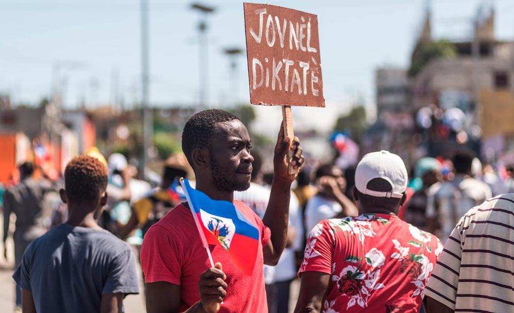 Haitianos nas ruas da capital protestam contra o governo, dias antes do assassinato