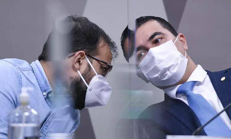 Luis Ricardo Miranda e Luis Miranda durante depoimento na CPI
