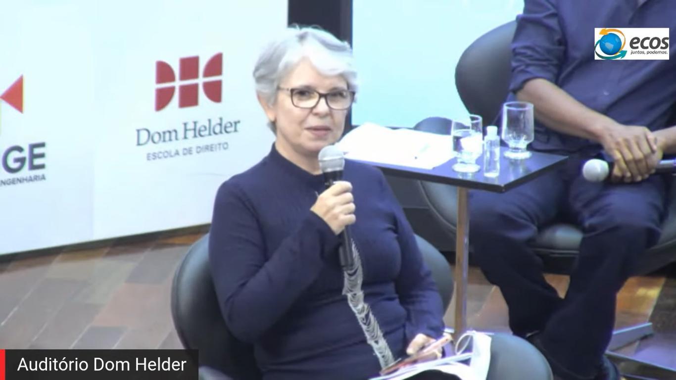 Maria Aparecida Cota, professora da Dom Helder e uma das convidadas do debate.