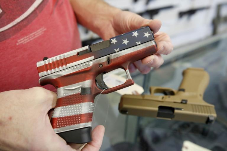 (Arquivo) A decisão é anunciada em meio ao aumento da violência com armas de fogo no país, com jovens envolvidos em tiroteios semanalmente em várias cidades