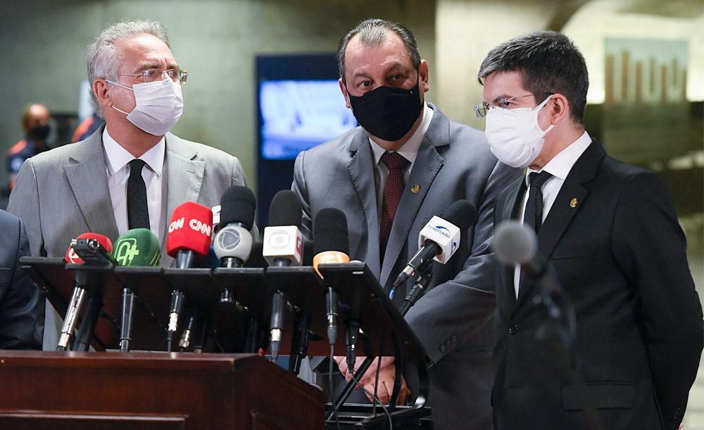 Renan Calheiros, Omar Aziz e Randolfe Rodrigues: CPI da Covid vai continuar a incomodar Bolsonaro