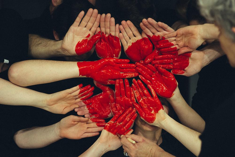 A caridade pressupõe inteireza do doar: entregamo-nos por inteiros, compassivos