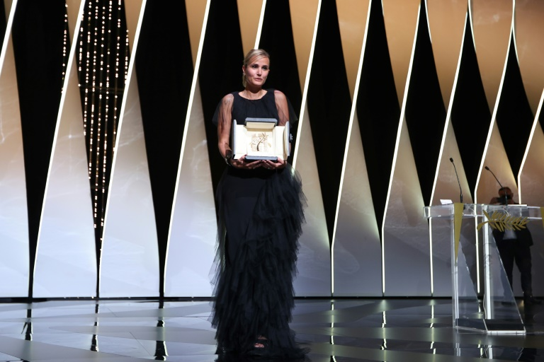 A francesa Julia Ducournau recebe a Palma de Ouro