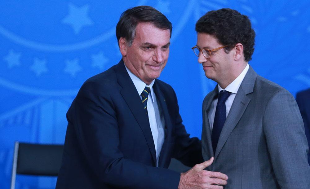 Bolsonaro com então ministro Ricardo Salles: desmonte das políticas ambientais