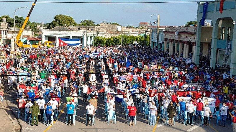 Mais de 100 mil pessoas se reuniram neste sábado em La Piragua, no quebra-mar de Havana, em defesa da Revolução e do socialismo. Eventos semelhantes aconteceram em outras províncias do país