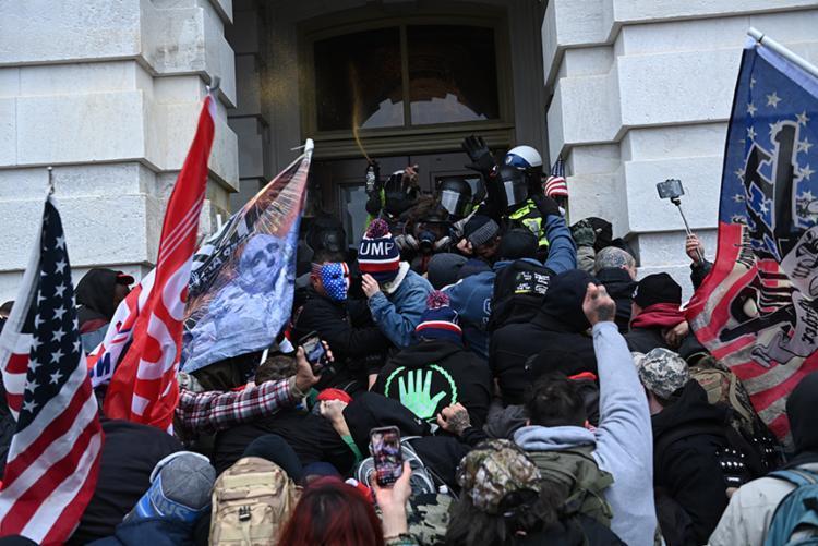 Desde 6 de janeiro, mais de 535 manifestantes foram presos em todo o país por participarem do ataque ao Congresso dos Estados Unidos e mais de 165 foram indiciados