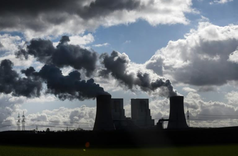 As emissões mundiais de CO2 alcançarão novos recordes em 2023 pelos esforços insuficientes no desenvolvimento de energias renováveis nos planos de recuperação econômica pós-pandemia, advertiu a Agência Internacional de Energia (AIE)