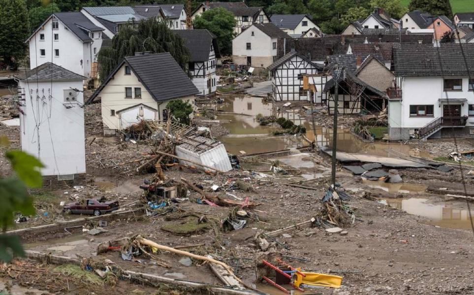 Casas desabaram e foram arrastadas pelas águas na aldeia de Schuld