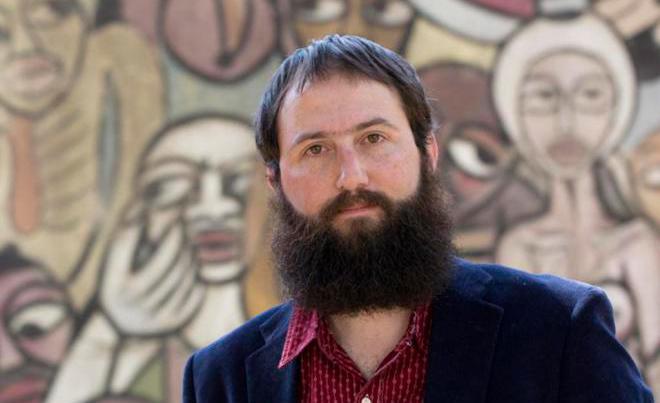 O escritor se aventura pela crítica em 'Romance: História de uma ideia'