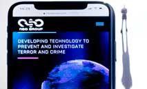 Ilustração de um smartphone com o site do grupo NSO, que apresenta o spyware Pegasus (Joel Saget/AFP)