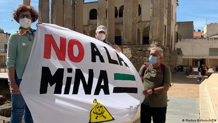 Moradores se opõem ao projeto de construção de fábrica e minas na Extremadura