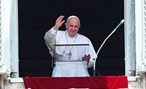 Papa Francisco na tradicional oração dominical do Ângelus, no Vaticano, em 14 jul. 2021 (Andreas SOLARO/AFP)