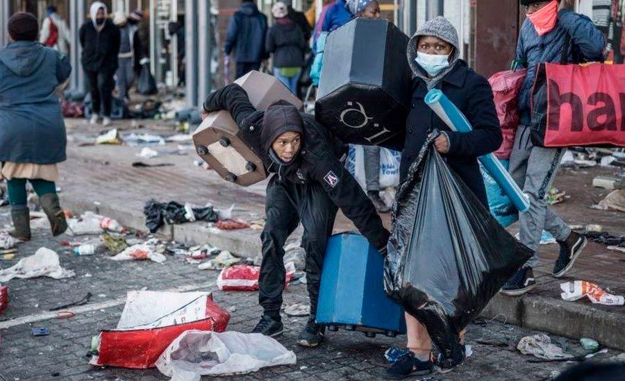 Lojas e shoppings foram saqueados e depredados: polícia investiga possível teor político