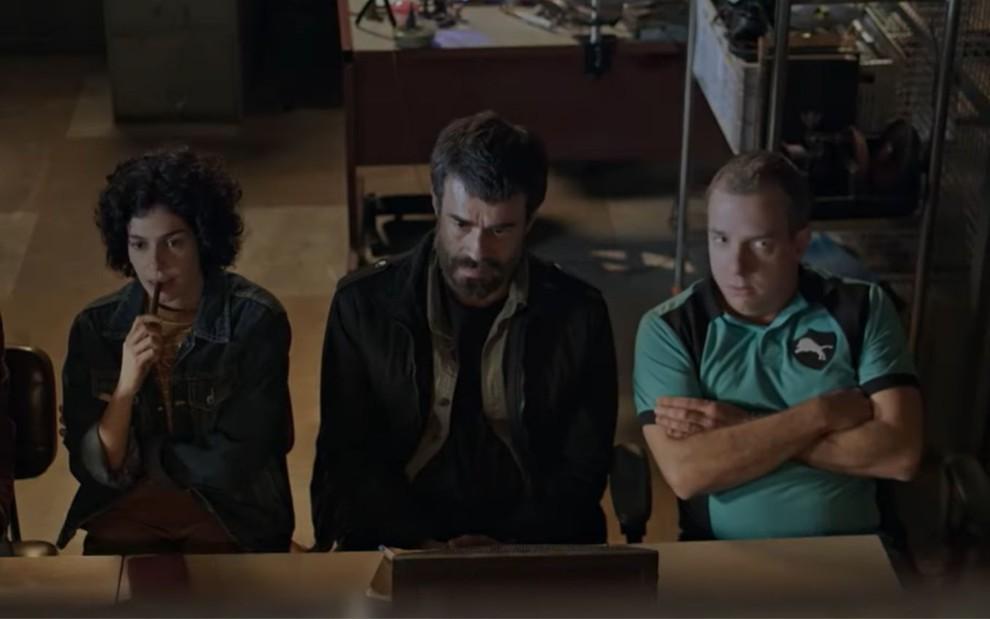 aria Flor, Erom Cordeiro e Augusto Madeira em cena da primeira temporada de 'Os ausentes'
