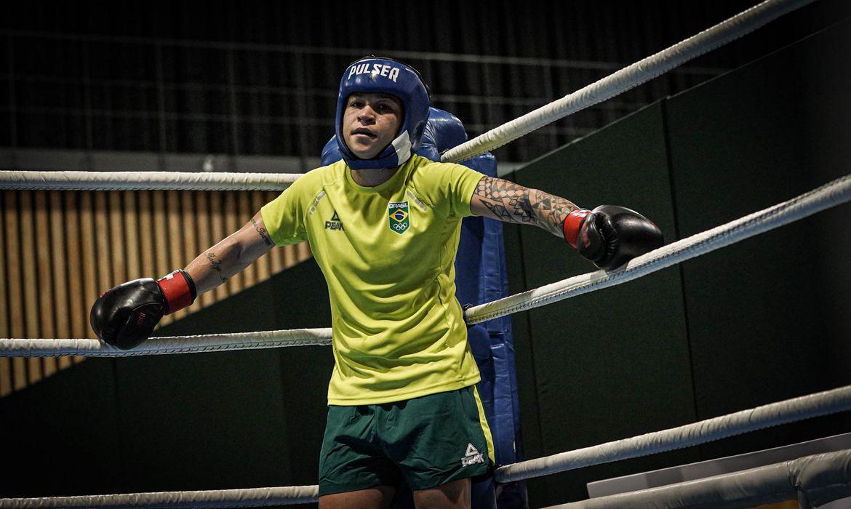 Boxeadora Bia Ferreira é uma das principais apostas para a medalha