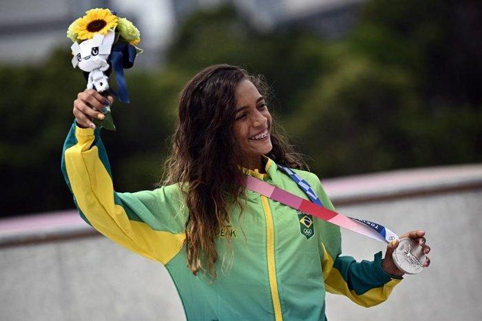 A skatista de apenas 13 anos, seis meses e 21 dias, se tornou a mais jovem atleta do Brasil, entre homens e mulheres, a conquistar uma medalha nos Jogos Olímpicos
