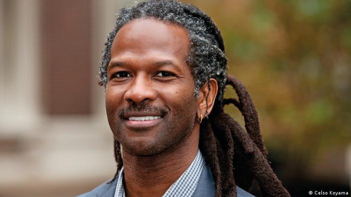 Carl Hart, neurocientista americano, que critica a política anti-drogas praticada nos EUA e no mundo