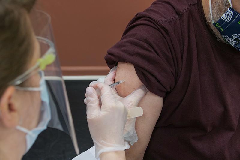 Vacinados podem se infectar e transmitir variante alfa do Sars-CoV-2