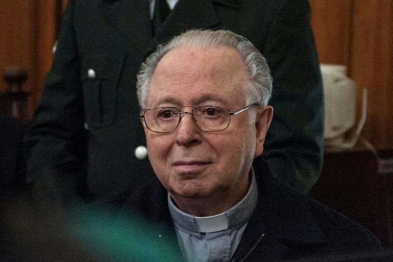 Ex-padre chileno Fernando Karadima em um tribunal de Santiago, acusado de abuso sexual