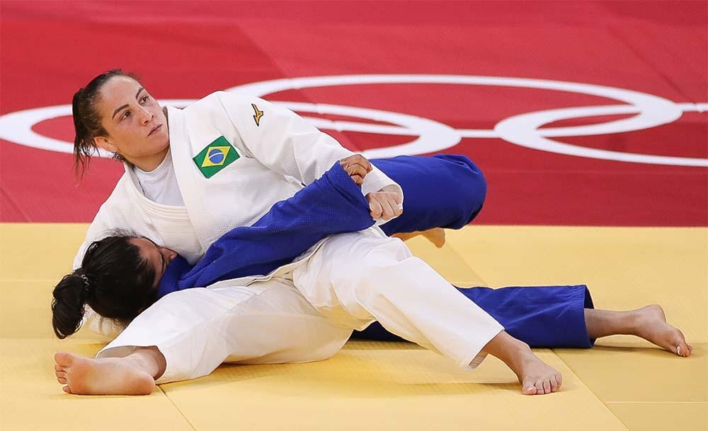 Logo depois da derrota, Maria Portela deixou o tatame aos prantos, inconformada.