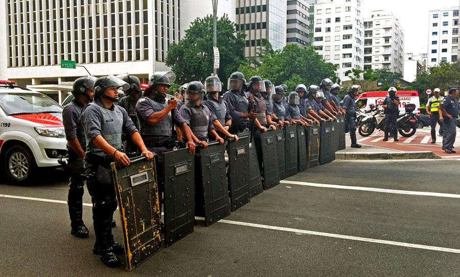Governo de São coloca câmeras em policiais militares