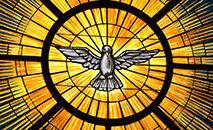 O Espírito Santo, tradicionalmente representado como uma pomba, é retratado em um vitral na Igreja de St. João Maraia Vianney, em Lithia Springs, EUA (CNS photo/Michael Alexander, Georgia Bulletin)