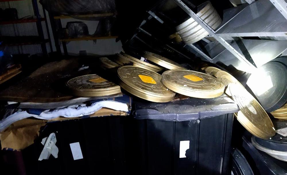 Milhares de documentos, aparelhos antigos, cópias e matrizes secundárias de filmes se perderam