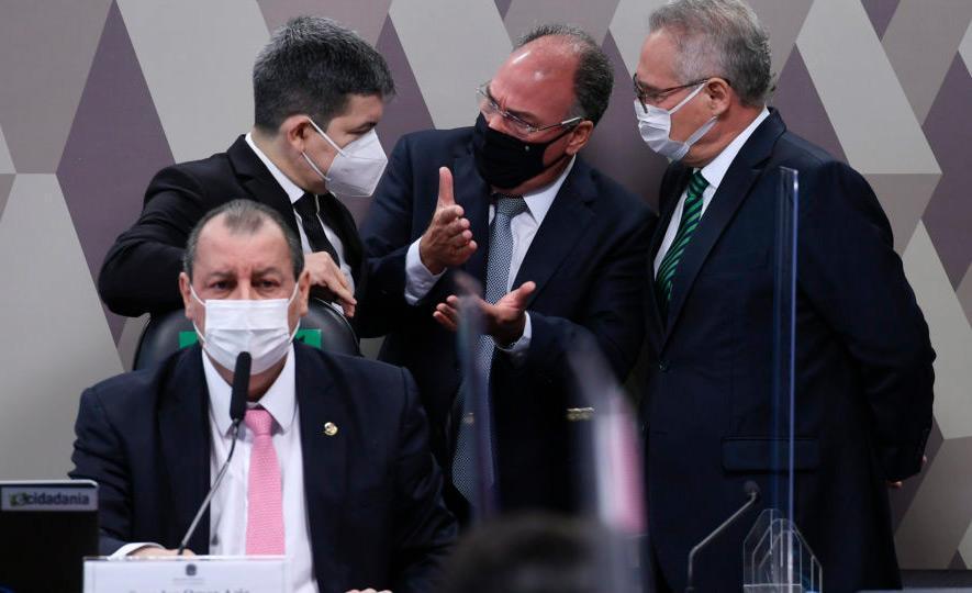 Senadores da CPI da Covid debatem estratégias durante sessão antes do recesso