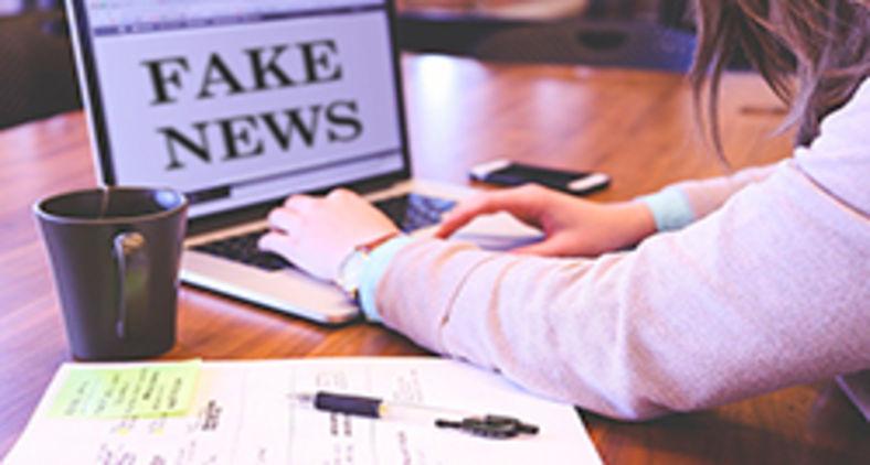 Muitos daqueles que deveriam nos ajudar a filtrar os fatos e as informações fazem exatamente o contrário (Pixabay)