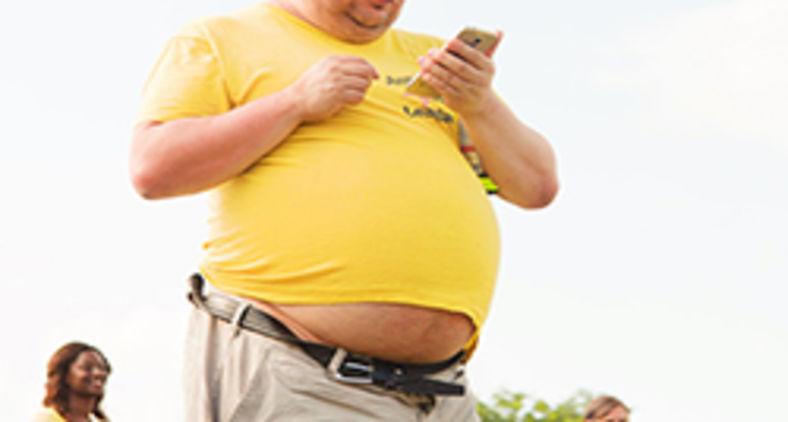 O gordo semicalvo e sem jeito tem uma profissão anódina, numa empresa anódina, de patrões anódinos (Unsplash/Ehimetalor Akhere Unuabona)