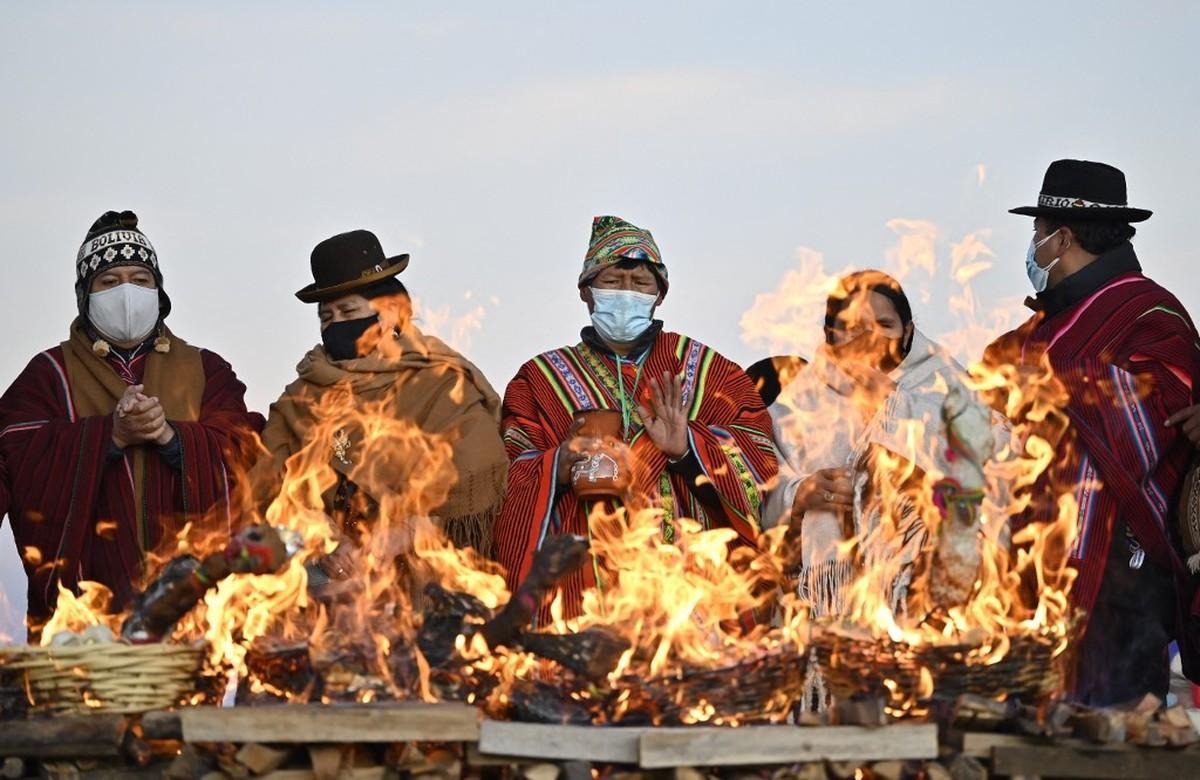 Imagem de cerimônia na cidade de Tiwanaku, na Bolívia, em 21 de junho de 2021