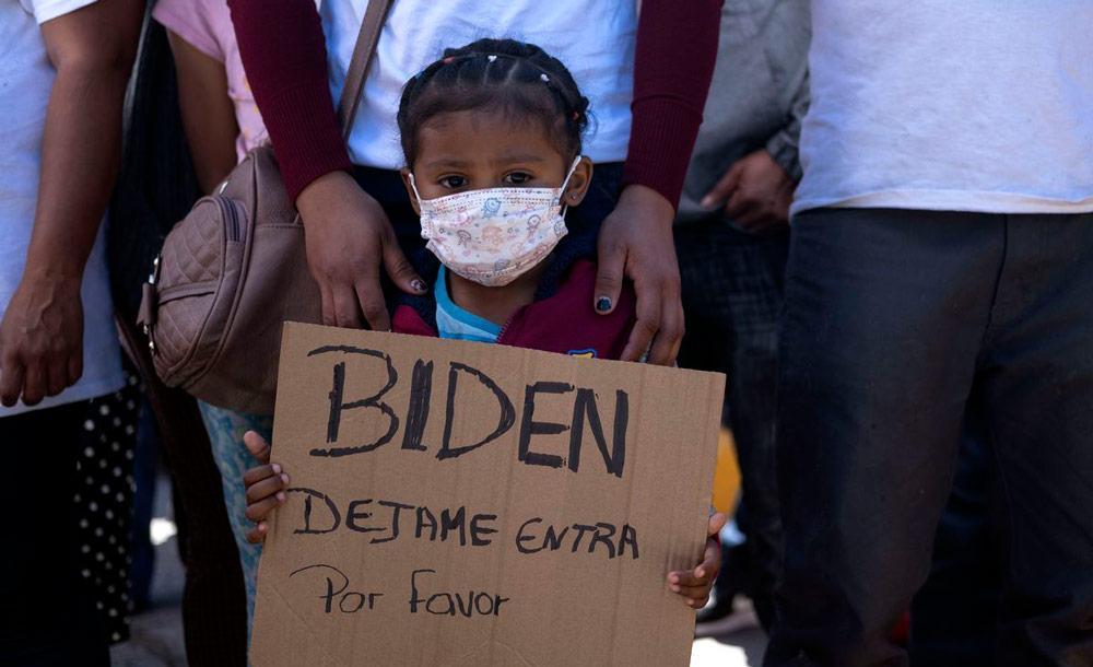 Jovem na fronteira do México com os EUA: problema sem precedentes para o governo Biden